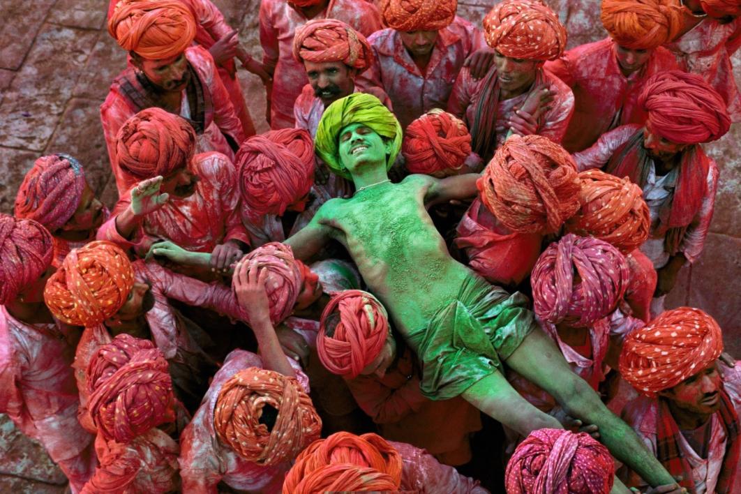 Steve McCurry exhibit India photo 1 02-08-16