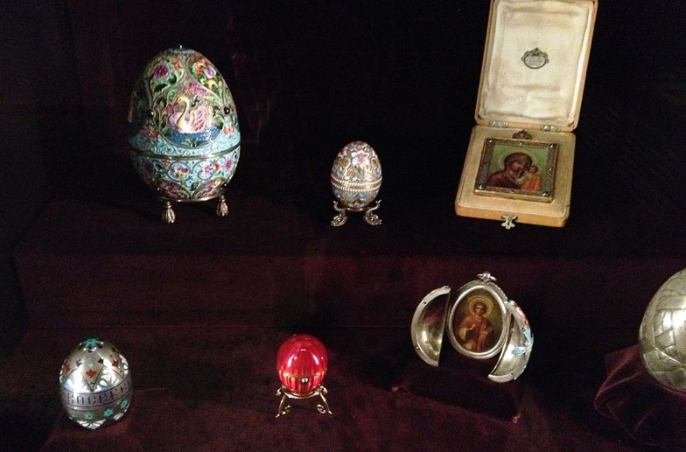 Faberge eggs museum 03-26-17 https://commons.wikimedia.org/wiki/File:Faberg%C3%A9_eggs_Liechtensteinisches_Landesmuseum.JPG