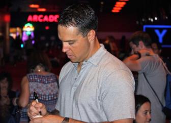 Mark Teixeira autographs by Terry Dinan 06-11-17