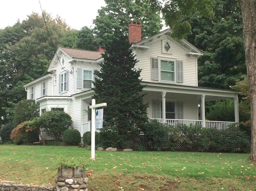 44 Brookside Road House