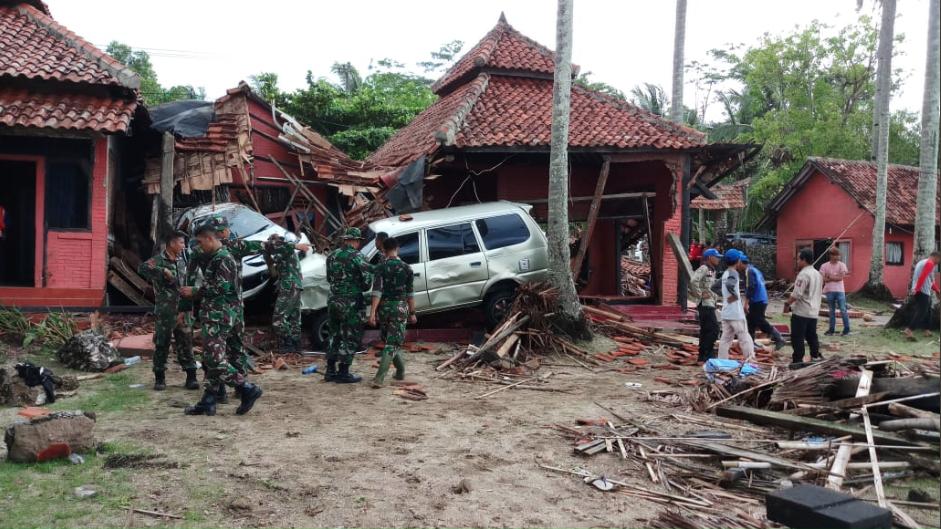 Indonesian military tweet after Dec 22 2018 tsunami https://twitter.com/tni_ad/status/1076749712345128962