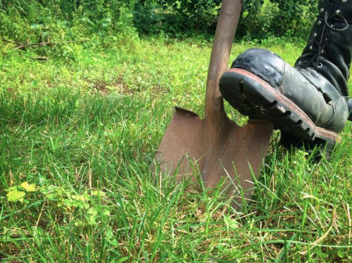 Eversource shovel digging