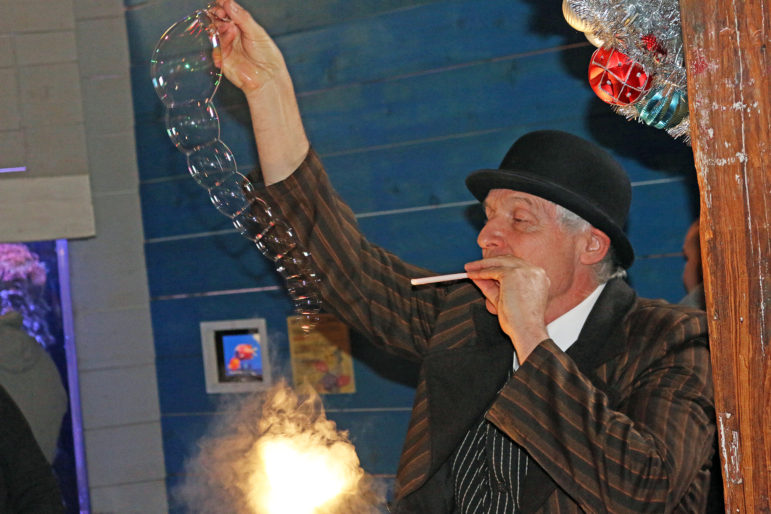 Bubble-ologist Kim Winslow at Maritime Aquarium