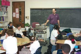 https://commons.wikimedia.org/wiki/File:MagnetSchool.jpg