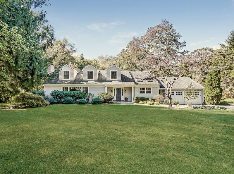8 Holly Lane Darien real estate