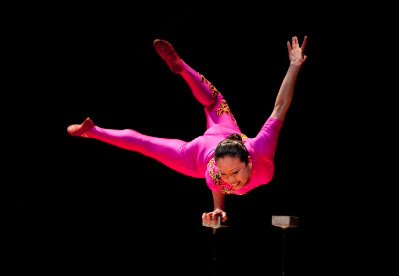 Chinese Acrobat Li Liu performs